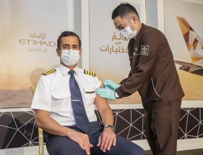 Etihad é a 1ª empresa aérea com toda a tripulação vacinada contra a COVID-19
