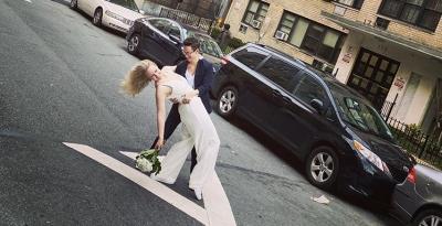 Casamento é realizado pela janela do 4º andar em Nova York