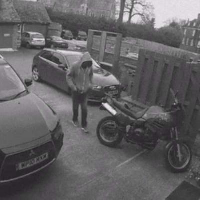 Tentando roubar