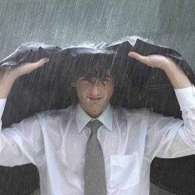 Água de enchente pode causar doenças: veja como se proteger