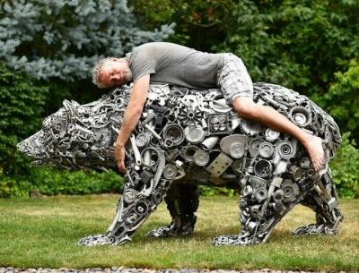 Artista americano faz esculturas incríveis de material reciclável #2