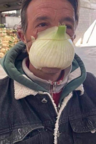 Imagens mostram jeitos estranhos de se proteger do Coronavírus #2