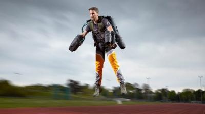 Homem com mochila a jato supera recorde de Usain Bolt nos 100 metros