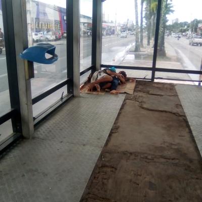 Miséria em estação de ônibus