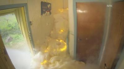 Lavando as escadas com explosivos químicos