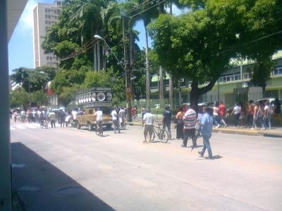 Passeata de taxistas trava trânsito