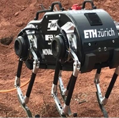 Estudantes desenvolvem robô