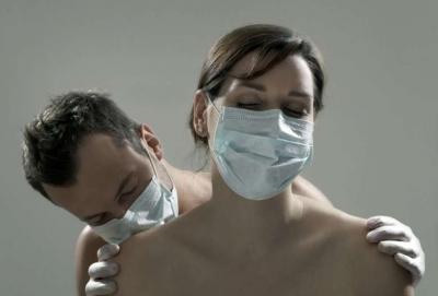 Estudo sugere uso de máscara durante o sexo para se proteger contra a Covid-19