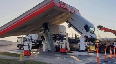 Os acidentes de carro mais doidos que você vai ver #2