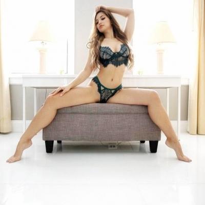 Valentina Victoria se exibindo mais uma vez no onlyfans e youtube