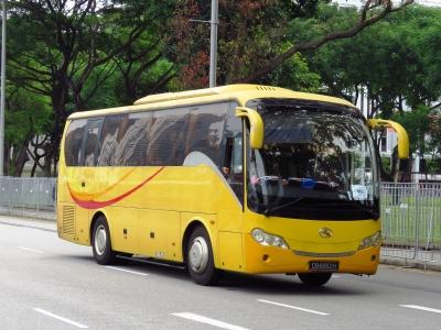 Para encontrar passagens de ônibus baratas: Outlet Passagens e Buser