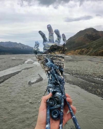 Artista mistura lixo com paisagens usando sua arte