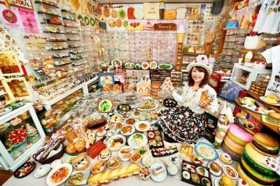 Mulher japonesa tem a maior coleção de alimentos de plástico do mundo