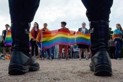 Os absurdos que acontecem com gays na Rússia