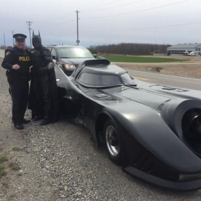Batmóvel é parado pela polícia no Canadá