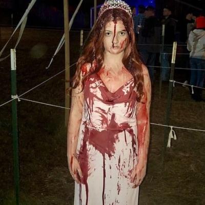 Traje de Halloween ensanguentado da estudante convence médicos confusos que ela