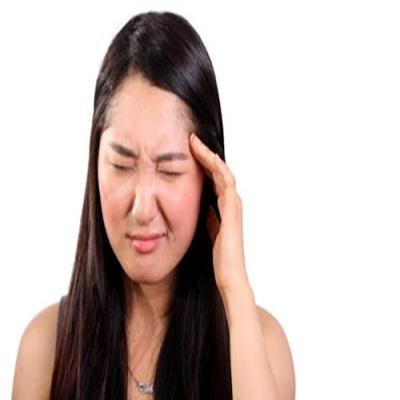 Crises de enxaqueca, sintomas e tratamento, entenda as causas e como controlar