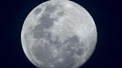 Lua está encolhendo e sofrendo abalos de terremotos, diz Nasa