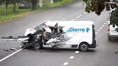 Motorista sai ileso de acidente maluco