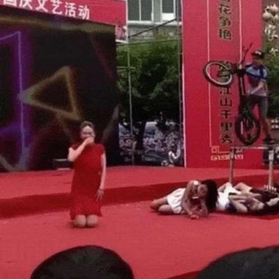 Quebreix no salto com a bike