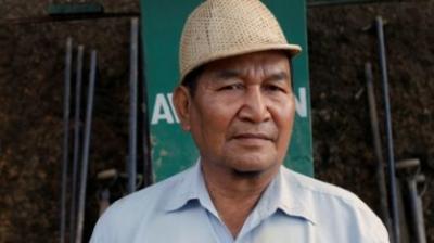 Líder de seita com 39 esposas e 94 filhos morre na Índia