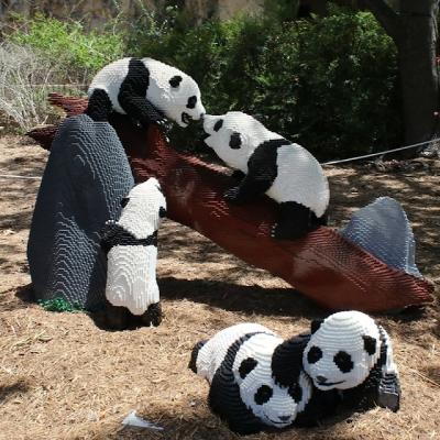 Zoológico constrói animais com 3 milhões de LEGO's