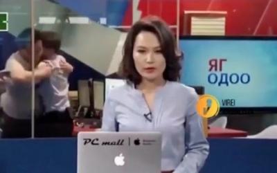 Briga em bastidores telejornal viraliza na web
