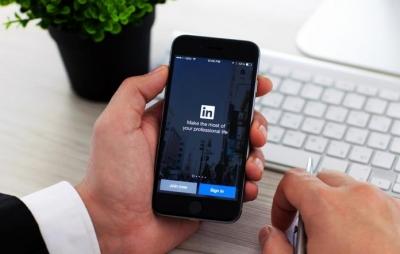 LinkedIn acessa conteúdo que usuário copia no iOS 14; empresa diz que vai corrig