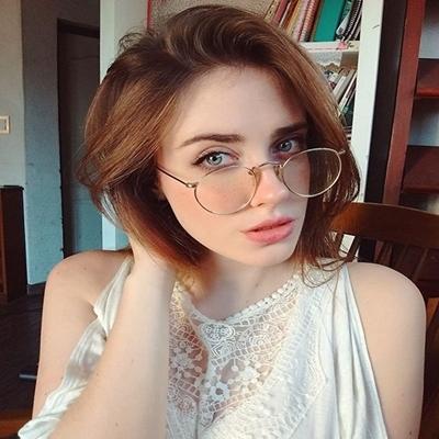 12 bons motivos para você se apaixonar por mulheres que usam óculos