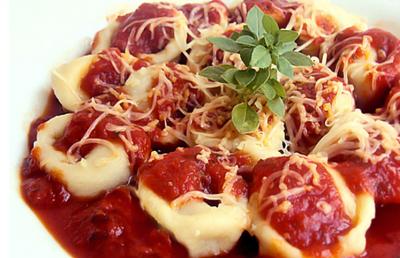 Receita de capeletti de frango com molho de tomate
