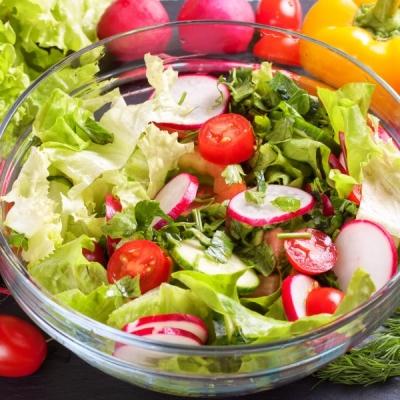 Duas saladas cheias de proteína para não sair de forma na Quarentena