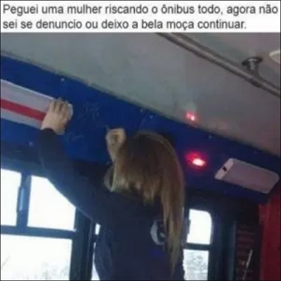 Peguei uma mulher riscando o ônibus todo, agora não sei se denuncio ou deixo a b
