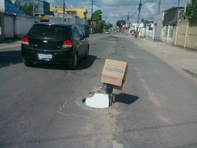 Atenção motoristas para este buraco