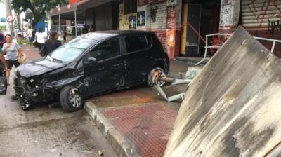 Motorista se envolve em acidente e foje de calcinha