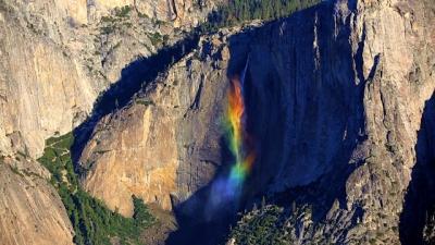 Veja nesse vídeo a rara cachoeira arco-íris