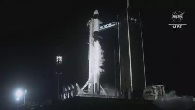 A nave espacial da SpaceX esteve em risco de colisão com um objeto não identific
