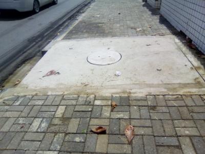 Cratera na calçada foi fechada (Antes e Depois)