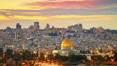 Pessoas param por dois minutos nas ruas de Israel, em homenagem às vítimas do Ho
