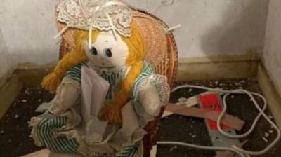 Homem acha boneca com recado