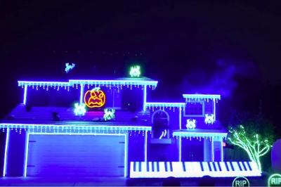 A casa cantante de Halloween está de volta
