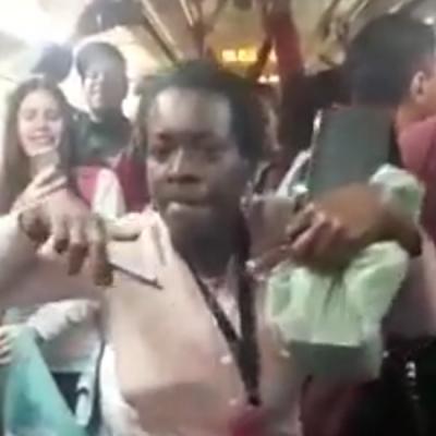 Tiazinha do funk no trem