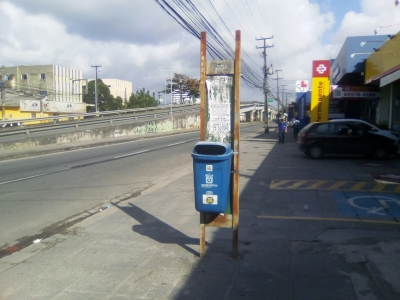Uma vergonha esta parada de ônibus