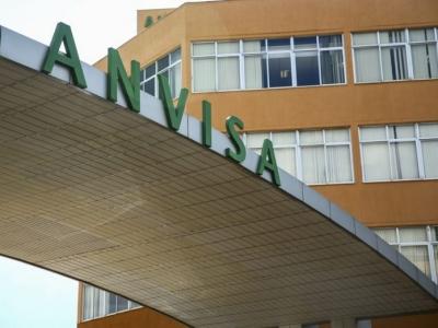 Anvisa pede alteração na bula das vacinas Janssen e AstraZeneca
