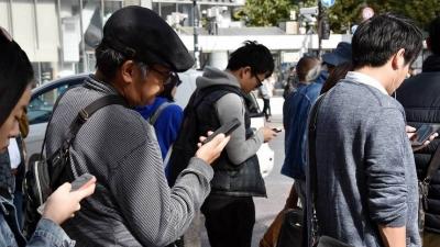 Coreia do Sul cria solução para acidentes com viciados em celular nas ruas