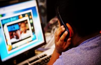 Homem surdo processa site pornô por falta de legenda nos vídeos