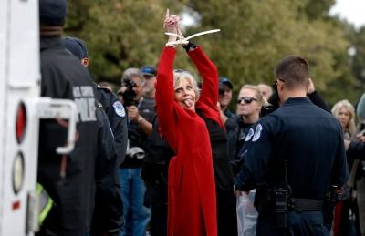 Pela 4ª semana consecutiva, Jane Fonda é presa em manifestação pelo clima